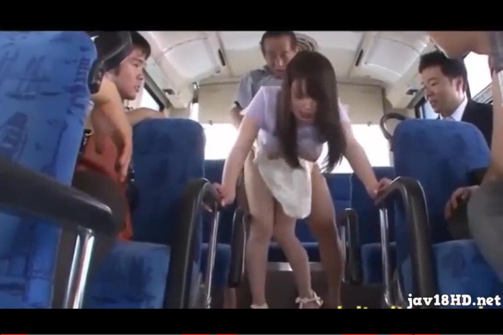 【夢乃あいか】美乳美女がバスで乗客に見られながら激しく突かれる!